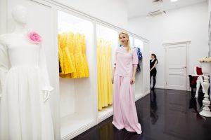 Плюсы заказа платьев в дизайнерском салоне